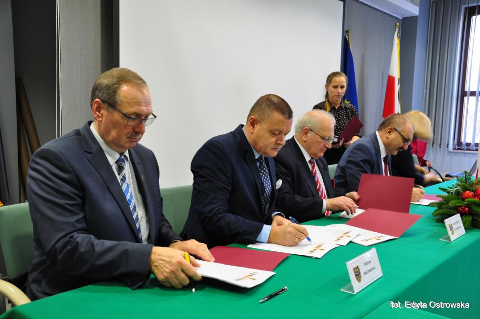 Umowa partnerska podpisana