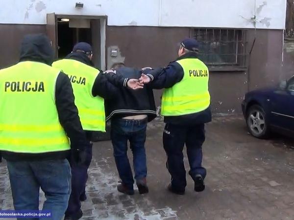"""18 zarzutów iareszt dla """"fałszywego wnuczka"""""""