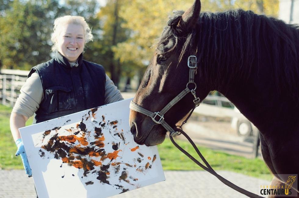 Wystawa prac namalowanych przez... konie, osiołki ikuce