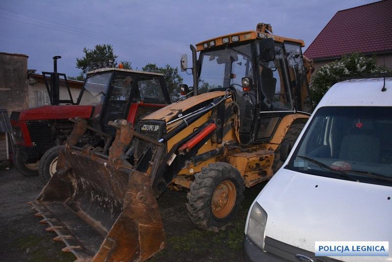 Policjanci odzyskali skradzioną koparkę owartości 60 tys. złotych