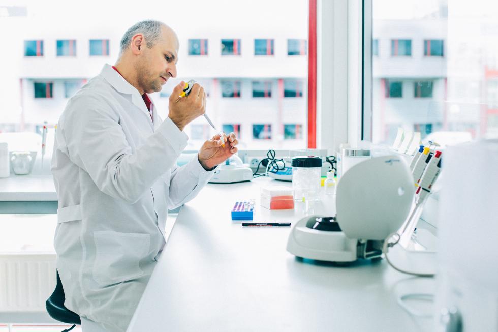 Przełomowe testy genetyczne wykrywające chorobę Alzheimera powstają weWrocławiu